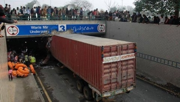 Long wheeler stuck in Punjab University UnderPass